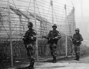 Пограничные силы Индии и Китая заняли оборону друг против друга