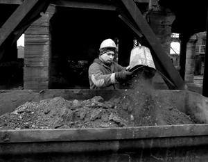 Вопреки заявлениям Киева, шахты Донбасса не только не являются «источниками радиационной опасности», но и продолжают работать