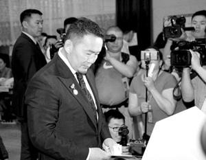 Халтмаагийна Баттулгу уже прозвали «монгольским Дональдом Трампом» за его лозунги