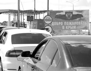 Люди находятся в машинах по 10–13 часов. Украинские пограничники не объясняют причины задержки