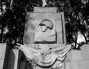 МИД Польши: Закон о сносе советских памятников не нарушает соглашение с Россией