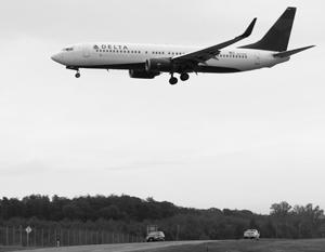Американская авиакомпания обвинила снятого с рейса россиянина в нарушении правил