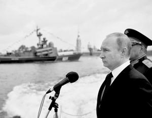 Верховный главнокомандующий лично принял парад ВМФ на Неве – по образцу парадов на Красной площади