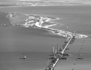 Керченский мост, вопреки утверждениям Киева, не повредит судоходству на Азовском море