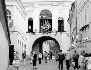 Литва недовольна планами польских властей использовать образ вильнюсских Святых ворот на польских паспортах