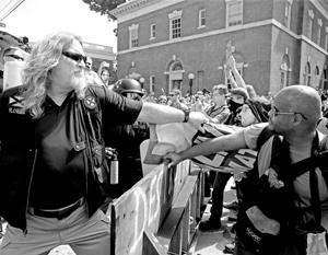 Субботнее противостояние продемонстрировало всю глубину раскола американского общества