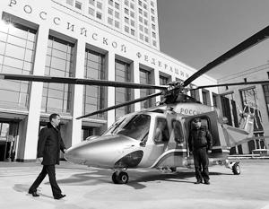Вице-премьер Дмитрий Рогозин предлагает ограничить закупку иностранной авиатехники – однако его непосредственный начальник предпочитает летать на вертолетах зарубежного производства (на фото AgustaWestland AW139)