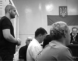 Вопреки приговору суда, Сергей Долженков (на фото слева) так и не вышел на свободу – ему придумали новое обвинение