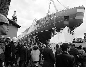 Корпус атомного ледокола «Сибирь» спустили на воду в Петербурге