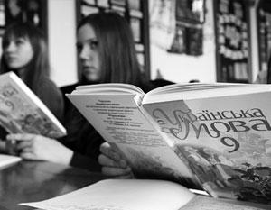 На Украине отныне запретили изучать в средних школах русский, а заодно и все остальные языки национальных меньшинств