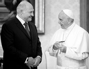 Александр Лукашенко использует влияние Ватикана для восстановления отношений с Западом (на фото – с папой Франциском)