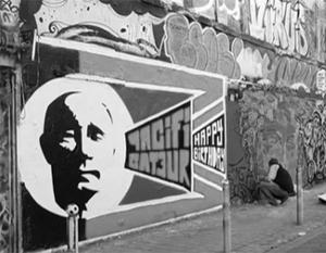 В Берлине Путина с днем рождения поздравили граффити со стихами