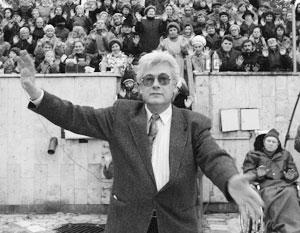 В отличие от своего мрачного соперника Анатолия Кашпировского, Аллан Чумак всегда выглядел на публике доброжелательным
