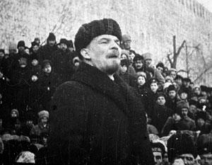 К 10 утра Ленин через СМИ заявлял о том, что «Временное правительство низложено», хотя министры еще заседали в Зимнем дворце
