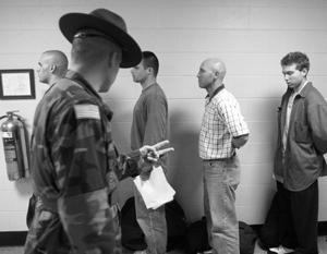 СМИ: Армия США начала набор алкоголиков, наркоманов и людей с проблемами психики