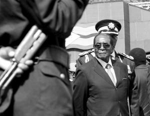 Военные Зимбабве заверили в «безопасности» президента Мугабе