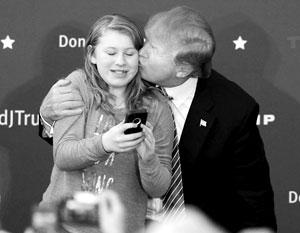 Во времена предвыборной кампании публика была еще не готова воспринимать секс-скандалы так, как требуется. Сейчас совсем другое дело