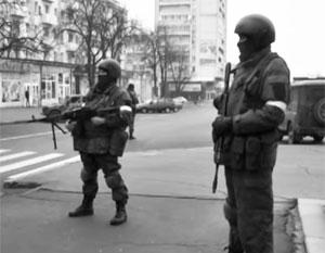 Названа причина оцепления центра Луганска вооруженными людьми