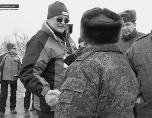 Наблюдатель ОБСЕ вел себя вполне корректно, когда тепло поздоровался с военными в ЛНР