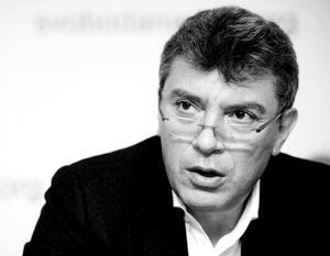 Немцов может удостоиться переименования площади в свою честь. Но это делается ради того, чтобы была возможность «показать средний палец российскому посольству»