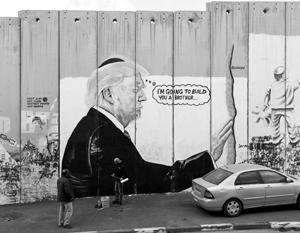 Такого Трампа нарисовали на стене, которую Израиль построил на границе с палестинскими территориями, около Хеврона
