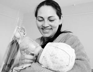 Госдума одобрила ежемесячные выплаты при рождении первого ребенка