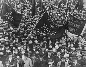 Советский Харьков на первомайской демонстрации