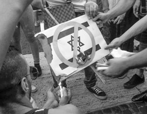 На сожжение израильского флага у Бранденбургских ворот вынуждены были откликнуться все ведущие политики Германии