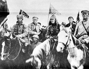 Бойцы первого Сучанского революционного отряда, сражавшиеся с интервентами под командованием коммуниста-интернационалиста Эмиля Либкнехта