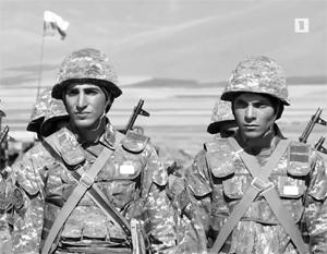 Солдаты армянские, флаги российские - на учениях объединенной группировки