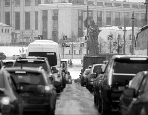 Снегопад привел к восьмибалльным пробкам в Москве