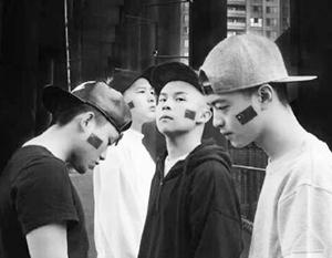 Эталоном китайского рэпа можно считать группу «Революция Ченьду» – им песни заказывает Компартия