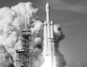 Илон Маск запустил самую мощную ракету-носитель из ныне существующих, но не за всю историю