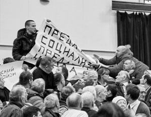 На встрече Грудинина с избирателями устроили драку