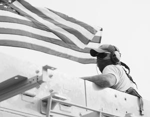 Якобы двинувшись на американский флаг, батальон русских якобы пал жертвой американской авиации