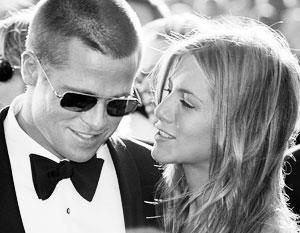 Дженнифер Энистон созванивалась с Брэдом Питтом перед уходом от мужа