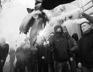 Радикалы устроили погром в здании Россотрудничества в Киеве