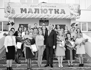 «Если у женщины до рождения ребенка было семь мужчин – значит, сто процентов бесплодие», – заявил Викторов (на фото в центре)
