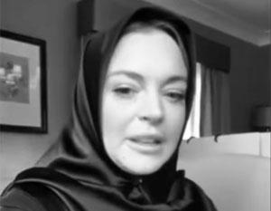 Принявшая ислам Линдси Лохан появилась на публике в хиджабе