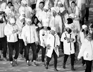 Российские спортсмены на церемонии закрытия. Флаги им так и не вернули
