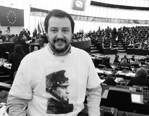 Маттео Сальвини на заседании Европарламента в Страсбурге – в майке с портретом Путина