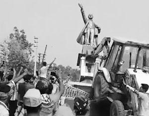 Падение коммунизма в штате Трипура сопровождалось и хулиганским сносом местной статуи Ленина