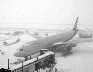 Метель парализовала аэропорты и дороги в Москве