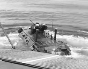 Ныряние БТР-82А с десантного катера показали на видео