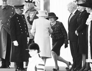 Тереза Мэй и Борис Джонсон с королевой Елизаветой Второй