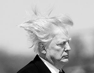 Дональд Трамп садится в вертолет