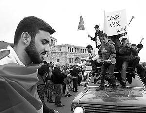 Лидер протестов выступает с антироссийских позиций, но теперь протестующие обходятся без лидера