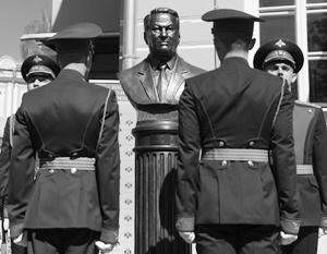 На «Аллее правителей» установили бюст Ельцина