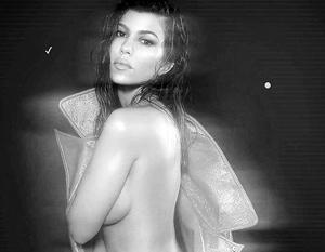 Сестра Кардашьян снялась в провокационной фотосессии в коже и латексе