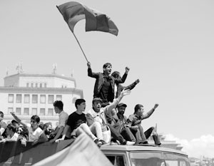 Сторонники оппозиционера Никола Пашиняна парализовали работу транспорта и госучреждений по всей стране